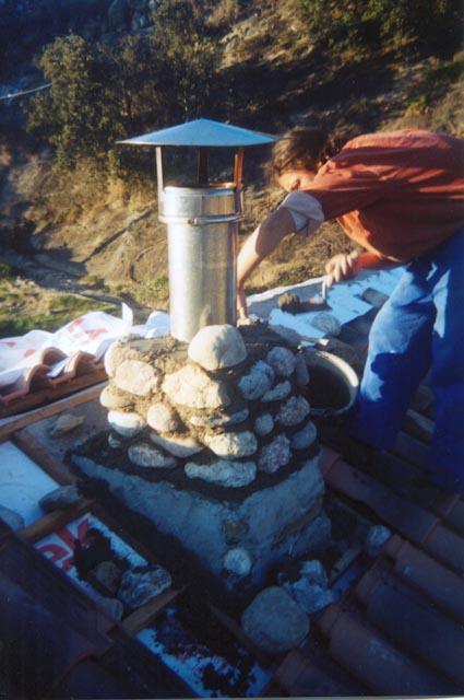 Chimenea forrada de piedra