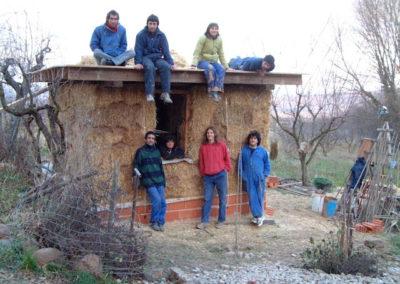 Lo conseguimos... muros y tejado con plástico en 5 dias